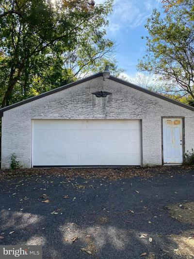 180 MAUGERS MILL RD, POTTSTOWN, PA 19464 - Photo 2