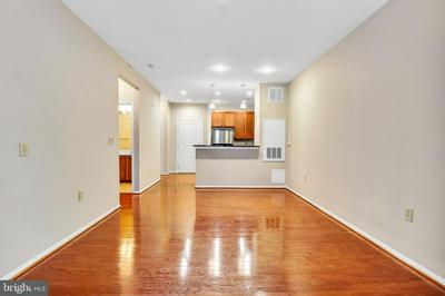 2655 PROSPERITY AVE APT 121, FAIRFAX, VA 22031 - Photo 2