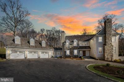 24 SLEEPY HOLLOW DR, NEWTOWN SQUARE, PA 19073 - Photo 1