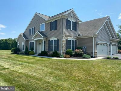 407 IRIS LN, MECHANICSBURG, PA 17050 - Photo 1