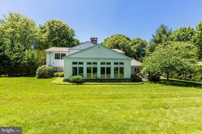 1425 MEADOWBROOK RD, Lancaster, PA 17603 - Photo 2