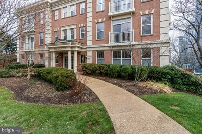 1555 N COLONIAL TER APT 100, ARLINGTON, VA 22209 - Photo 1