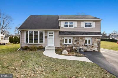 371 NORRISTOWN RD, WARMINSTER, PA 18974 - Photo 1