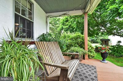 586 LAUDERMILCH RD, HERSHEY, PA 17033 - Photo 2
