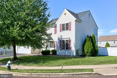 143 BAYBERRY DR, ROYERSFORD, PA 19468 - Photo 2