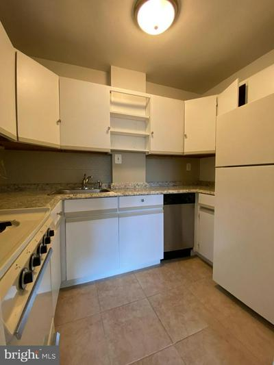 1111 ARLINGTON BLVD APT 607, ARLINGTON, VA 22209 - Photo 1