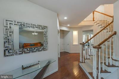 24916 EARLSFORD DR, CHANTILLY, VA 20152 - Photo 2