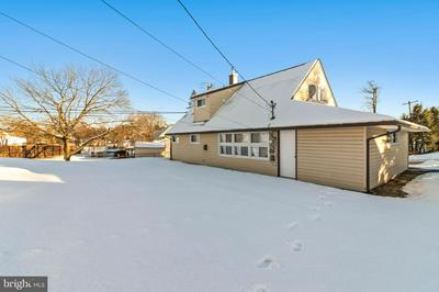 39 CABLE RD, LEVITTOWN, PA 19057 - Photo 2