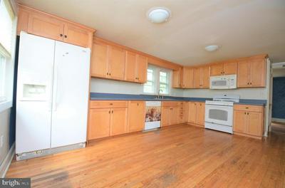 841 UNIONTOWN RD, PHILLIPSBURG, NJ 08865 - Photo 2