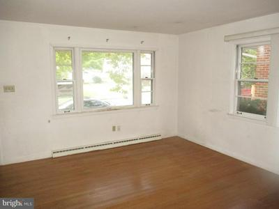 1622 LIBERTY AVE, READING, PA 19607 - Photo 2