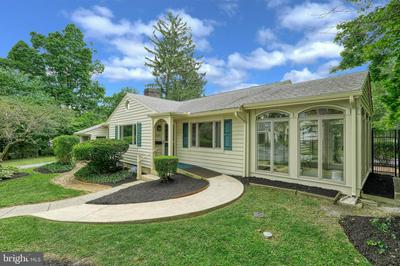 527 COUNTRY CLUB RD, CAMP HILL, PA 17011 - Photo 2