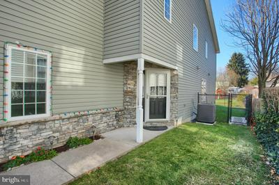 402 MARKET ST, DAUPHIN, PA 17018 - Photo 2