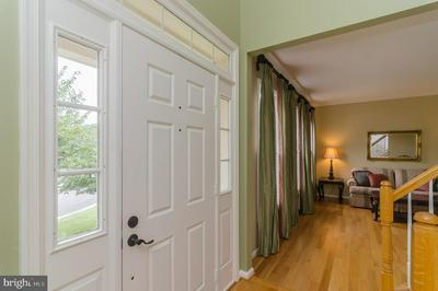 13105 ROCKPOINTE CT, CLIFTON, VA 20124 - Photo 2