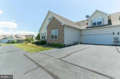2040 ROSE DR, PENNSBURG, PA 18073 - Photo 2
