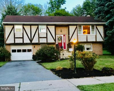 301 S FREEMAN ST, ROBESONIA, PA 19551 - Photo 2