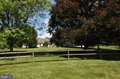 5 TULIP TREE DR, BURLINGTON TOWNSHIP, NJ 08016 - Photo 1