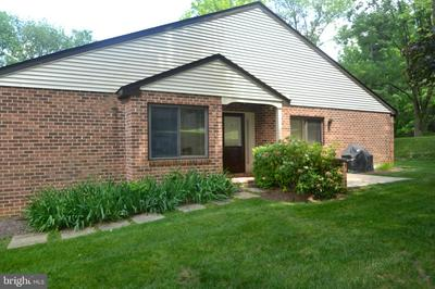 206 FAIRFAX CT, CHESTERBROOK, PA 19087 - Photo 2