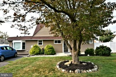 17 CYPRESS LN, LEVITTOWN, PA 19055 - Photo 2