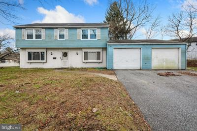 56 HOLSTONE LN, WILLINGBORO, NJ 08046 - Photo 1