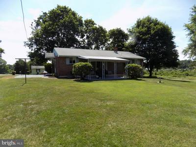 1555 LAKESIDE RD, PENNSBURG, PA 18073 - Photo 2