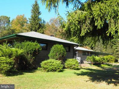 1039 E MAIN ST, WEATHERLY, PA 18255 - Photo 1