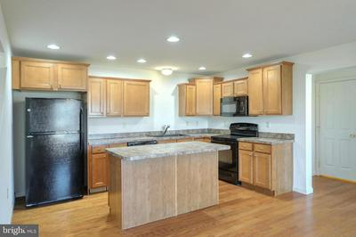 1901 PRESERVE LN, PALMYRA, PA 17078 - Photo 2