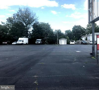 588 AMBOY AVE, WOODBRIDGE, NJ 07095 - Photo 1
