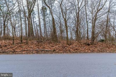6 TIMBER LN, NEW CUMBERLAND, PA 17070 - Photo 2