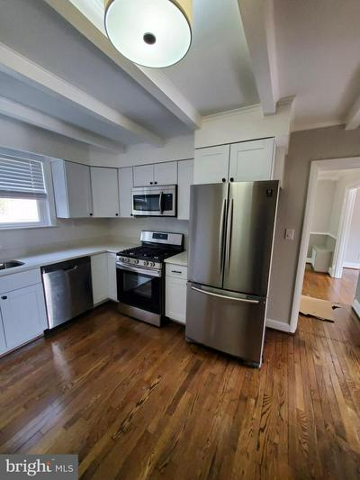 1221 10 OAKS RD, BALTIMORE, MD 21227 - Photo 2