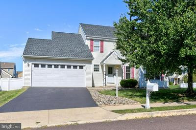 143 BAYBERRY DR, ROYERSFORD, PA 19468 - Photo 1