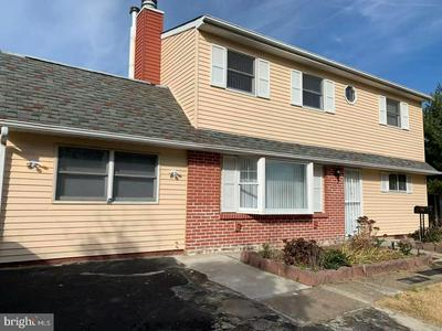 65 PLUMBRIDGE DR, LEVITTOWN, PA 19056 - Photo 2
