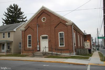 101 S WASHINGTON ST, GREENCASTLE, PA 17225 - Photo 1