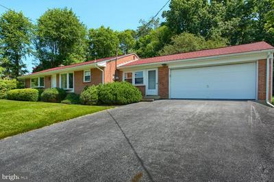 709 BREEZEWOOD DR, Mechanicsburg, PA 17055 - Photo 2