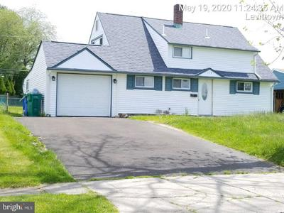 119 INDIAN CREEK DR, LEVITTOWN, PA 19057 - Photo 2