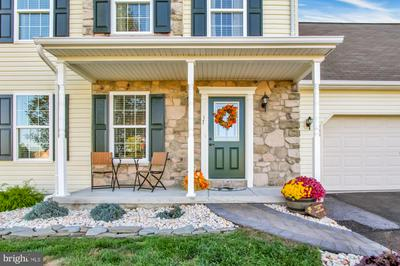 17 WESTMINSTER CT, MOUNT WOLF, PA 17347 - Photo 2