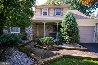 622 SWEETWATER DR, FEASTERVILLE TREVOSE, PA 19053 - Photo 2