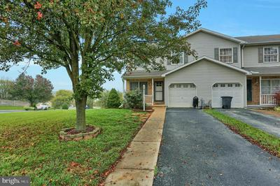 2895 ROBIN RD, YORK, PA 17404 - Photo 1