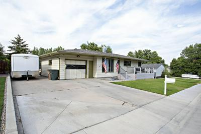 411 CIRCLE DR, Gillette, WY 82716 - Photo 2