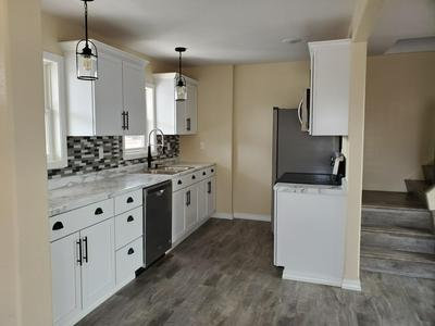 202 7TH AVE, Newcastle, WY 82701 - Photo 2