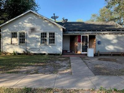 700 W SINTON ST, Sinton, TX 78387 - Photo 1
