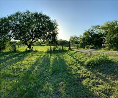 398 E SULLIVAN ST, Skidmore, TX 78389 - Photo 1