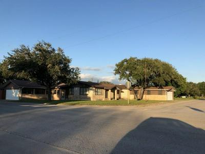 502 HUMBLE ST, Freer, TX 78357 - Photo 2