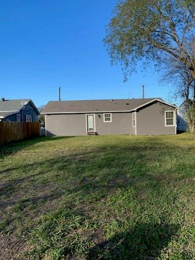 122 W AVENUE J, Robstown, TX 78380 - Photo 2