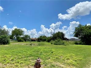 301 KIRKPATRICK ST, Taft, TX 78390 - Photo 1