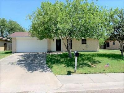 210 LEMONWOOD DR, Kingsville, TX 78363 - Photo 2
