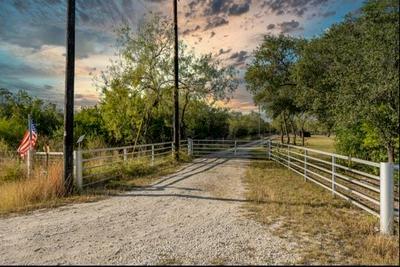 1917 CORRIGAN RD, Skidmore, TX 78389 - Photo 2