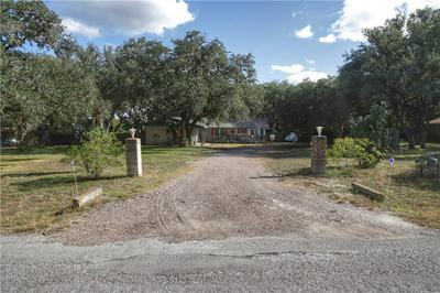224 OAK HILL DR, Beeville, TX 78102 - Photo 2