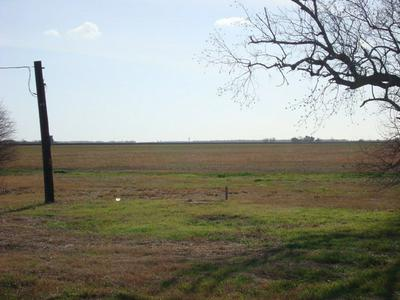 28 ROYAL RD, PORT LAVACA, TX 77979 - Photo 1