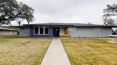 800 STEMBRIDGE ST, Sinton, TX 78387 - Photo 1