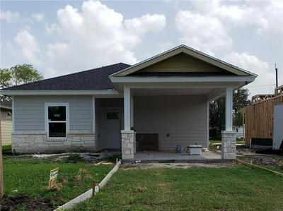 1113 E KENEDY AVE, Kingsville, TX 78363 - Photo 1